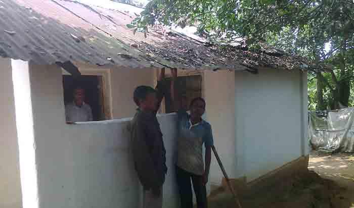 'বাবুদের পকেটে যারা হামাইছে তাগোর ঘরই ঠিক অয়'