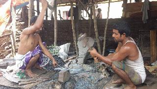 'টুং টাং' শব্দে মুখর আশুলিয়ার কামারপাড়া