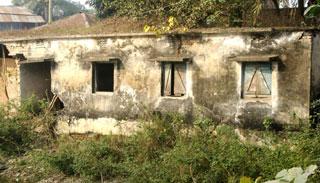 নওগাঁর আত্রাইয়ে বিএস কোয়ার্টারগুলোর বেহাল দশা