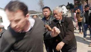 চীনে যেভাবে হামলার শিকার হন বিবিসির সাংবাদিক