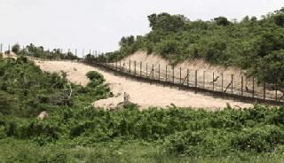 সীমান্তে কাঁটাতারের বেড়ায় বিদ্যুত সংযোগ মিয়ানমারের
