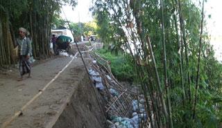 নদী গর্ভে ছাতক-পীরপুর সড়ক, বন্ধ যান চলাচল