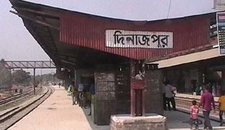 দিনাজপুরে রেল স্টেশনে ছিনতাইকারীদের দৌড়াত্ম্য