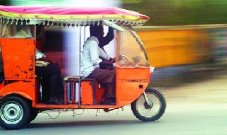 ঝিনাইদহে ইজিবাইক,রিকশা ও পাখিভ্যান বিদ্যুৎ গিলে খাচ্ছে