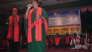 ঝিনাইদহে বিজয় মেলায় বাউল গানে মুগ্ধ দর্শক