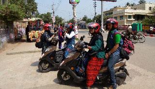 সচেতনতার বার্তা নিয়ে স্কুটিতে ৬৪ জেলা পরিভ্রমণে চার তরুণী