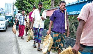 'বাংলাদেশে দারিদ্র্যের হার কমলেও সামাজিক অবস্থা বদলায়নি'