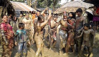 ঝিনাইদহে টিকে আছে গ্রামীণ ঐতিহ্যের খেলা 'কাঁদা খ্যাইড়'