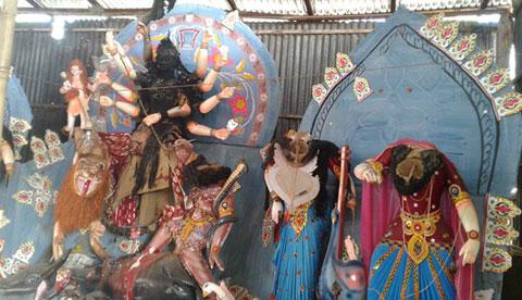 কালীগঞ্জে মন্দিরের ৬টি প্রতিমা ভাংচুর ও অগ্নিসংযোগ