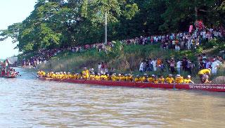 ময়মনসিংহে নৌকাবাইচে বিএসএফকে হারিয়ে চ্যাম্পিয়ন বিজিবি