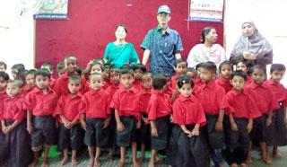 রাঙ্গামাটিতে সুবিধাবঞ্চিত শিশুরা পেল স্কুল পোশাক