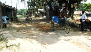 আত্রাই-ভবানীগঞ্জ সড়কে বিপদজনক খানাখন্দ