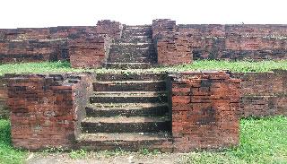 হারিয়ে যেতে বসেছে রাজা হরিশ চন্দ্রের প্রাসাদ ঢিবি