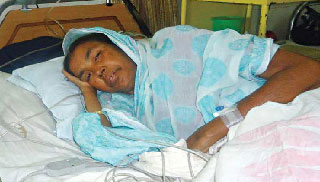 অসুস্থ তারামন বিবি ঢাকায় : দেখতে গেলেন মুক্তিযুদ্ধ বিষয়ক মন্ত্রী