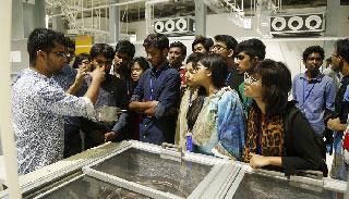ওয়ালটন ইন্ডাস্ট্রিয়াল পার্ক ঘুরে দেখলেন বুয়েটের শিক্ষার্থীরা