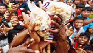 বার্মায় রেডক্রসের ত্রাণবাহী নৌকায় বৌদ্ধদের হামলা