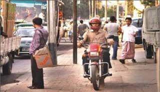 ঢাকায় বেপরোয়া মোটর সাইকেল চালানো থামছে না