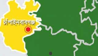 চাঁপাইয়ে 'জঙ্গি আস্তানা' সন্দেহে র্যাব তিনটি বাড়ি ঘিরে রেখেছে