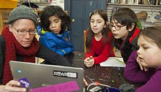 যুক্তরাষ্ট্রে শিশুদের স্কুল থেকে ছাড়িয়ে আনছেন অভিভাবকরা