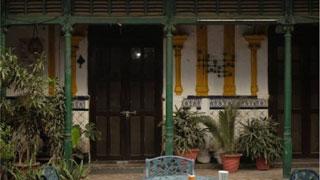 দিল্লিতে ১৬৮ বছরের পুরনো বাড়িতে জীবনযাপন