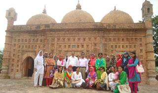 নয়াবাদ মসজিদ ও কান্তজিউ মন্দির দর্শনে শিক্ষার্থীরা