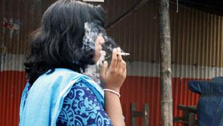 বাংলাদেশে নারীদের মধ্যে বাড়ছে তামাক এবং মাদক ব্যবহার