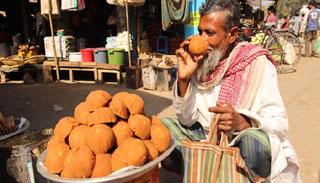 চুয়াডাঙ্গার সরোজগঞ্জে দেশের বৃহত্তর খেজুর গুড়ের হাট