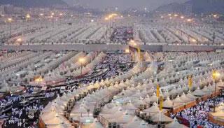 মিনায় মুসল্লিরা , হজের মূল আনুষ্ঠানিকতা শুরু