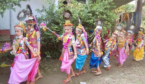 কমলগঞ্জে রাস উৎসবে হাজারো মানুষের ভিড়