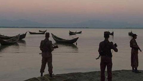 নাফ নদী থেকে রোহিঙ্গাবাহী ৫ নৌকা ফেরত