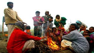 বগুড়ায় শীতের তীব্রতায় অসহায় ছিন্নমুল মানুষ