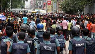 ঢাকা-ময়মনসিংহ মহাসড়কে শ্রমিক বিক্ষোভ