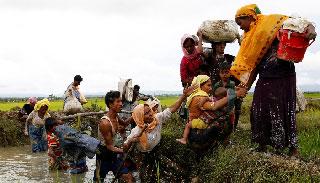 বিপর্যস্ত রোহিঙ্গারা এবার আক্রান্ত হচ্ছে রোগব্যাধিতে