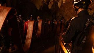 গুহায় আটকে পড়া কিশোরদের উদ্ধার অভিযান স্থগিত