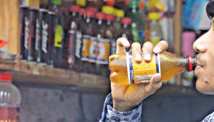 কোমল পানীয়ে ক্ষতিকর রাসায়নিক : বাড়ছে উদ্বেগ