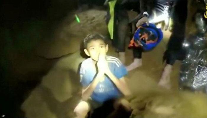 থাইল্যান্ডের গুহায় যেভাবে চলছে শ্বাসরুদ্ধকর উদ্ধার অভিযান