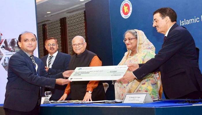 'আইডিবি উদ্ভাবনী প্রযুক্তি পুরস্কার' পেলেন বশেমুরকৃবি'র গবেষকরা
