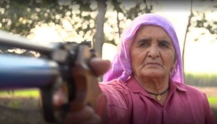 আশিতেও এক ভারতীয় নারীর শুটিং-এ বাজিমাত