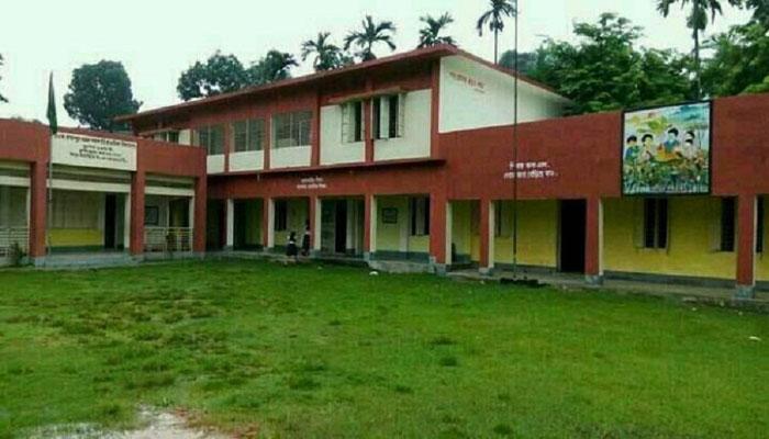 রাজাপুরে নানা সংকটে জর্জরিত মডেল প্রাথমিক স্কুল : পাঠদান ব্যাহত