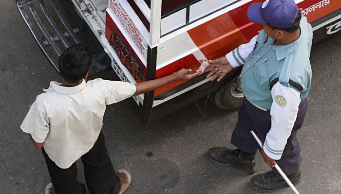সৈয়দপুরে ট্রাফিক পুলিশ ব্যস্ত চাঁদাবাজিতে, শহরে যানজট