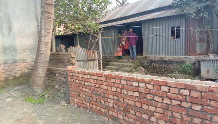আশুলিয়ায় নিজ বাড়িতে বন্দী বিধবা ফিরোজা