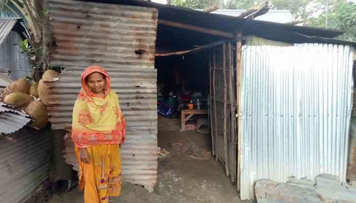 কুলসুম বিবির জরাজীর্ণ ঘর সংস্কারে মানবিক আবেদন
