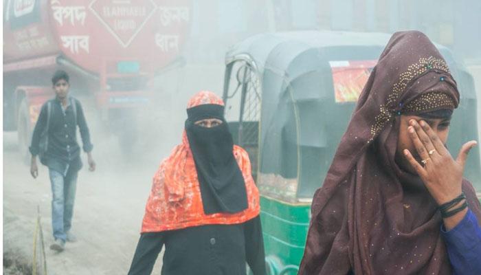 বায়ুদূষণে শীর্ষে: স্বাস্থ্য ঝুঁকিতে ঢাকার বাসিন্দারা