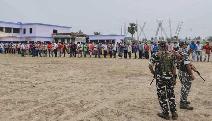 পশ্চিমবঙ্গ ভোটে কেন্দ্রীয় বাহিনীর গুলিতে নিহত ৪