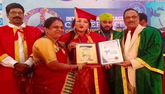 ভারতে সম্মানজনক ডক্টরেট ডিগ্রিতে ভূষিত মমতাজ