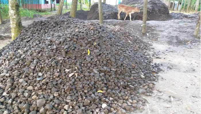 কাওরাইদে রেলওয়ের সম্পদ হরিলুট, পরিত্যাক্ত কোয়ার্টারে মার্কেট