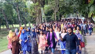 নয় দফা দাবিতে বাকৃবি শিক্ষার্থীদের লংমার্চ