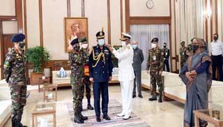 বিমান বাহিনী প্রধানকে এয়ার মার্শাল র্যাঙ্ক ব্যাজ পরানো হলো