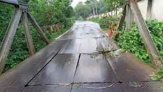 ফের দেবে গেছে চৌধুরীঘাট বেইলি ব্রিজ, বিঘ্নিত যান চলাচল
