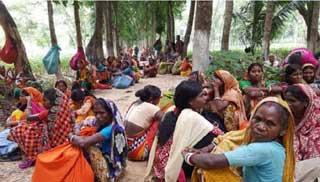 দলই চা বাগানে কর্মবিরতি: ব্যবস্থাপকের বাসভবন ঘেরাও